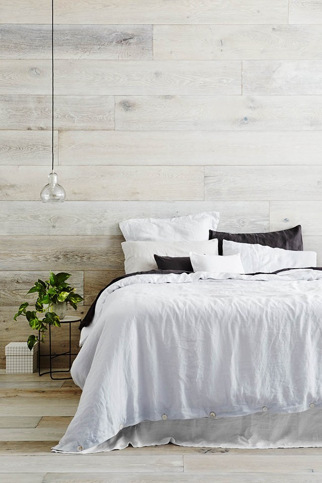chambre-chalet-style-scandinave-parquet white wooden panels seaside